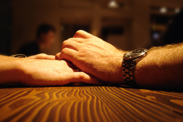 holding_hands.jpg.8f4d633c29c149326c262a